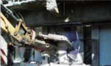 窓枠の撤去